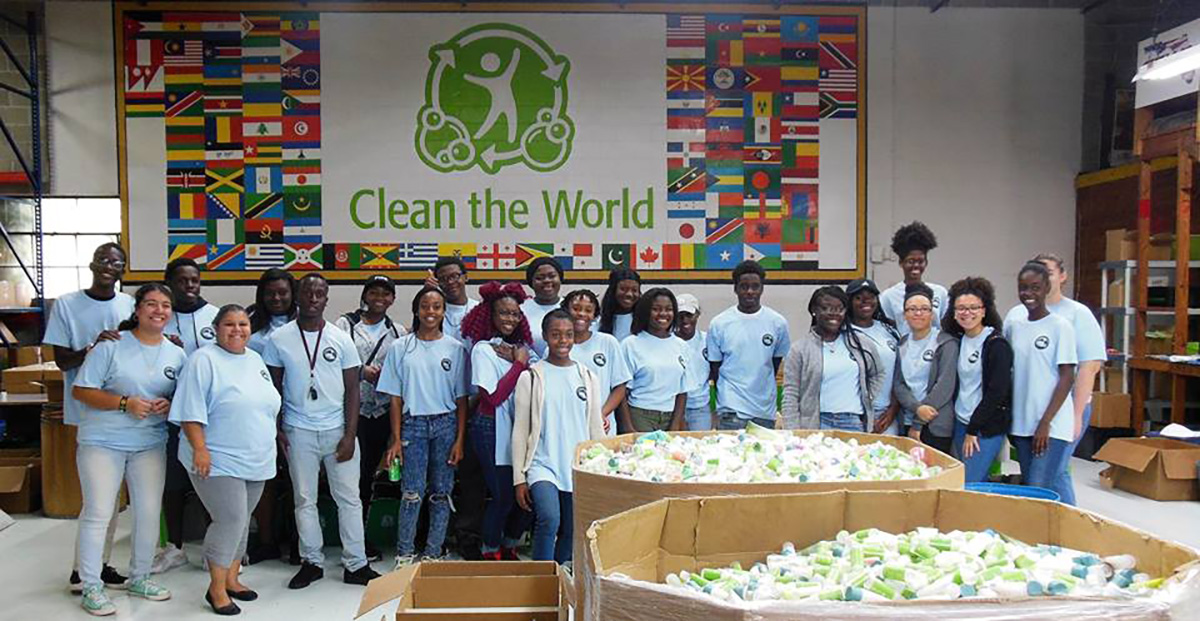 Clean the World Volunteers